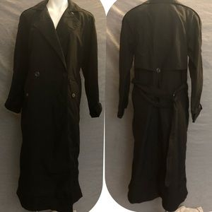 Jones New York  women's size 6 trench coat. Black
